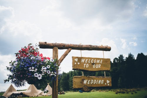 Sami Tipi Weddings sign home page image