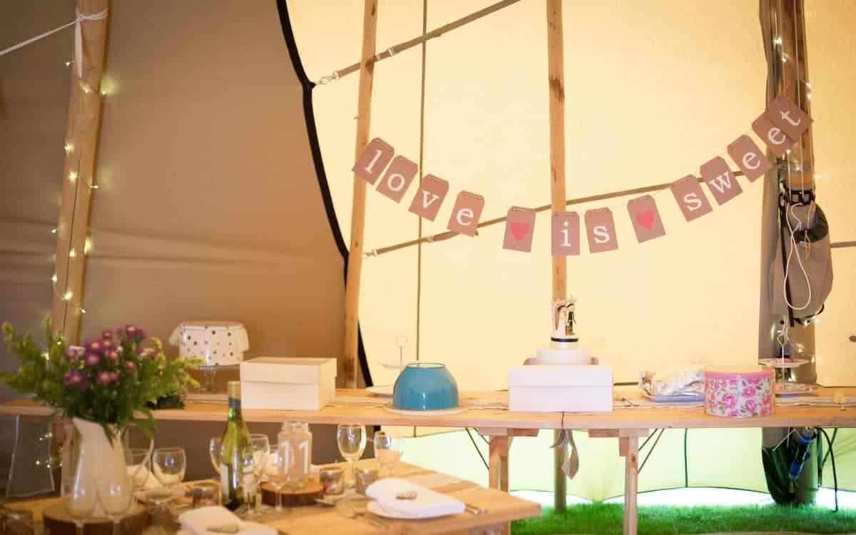 Wedding Cake Table - Sami Tipi
