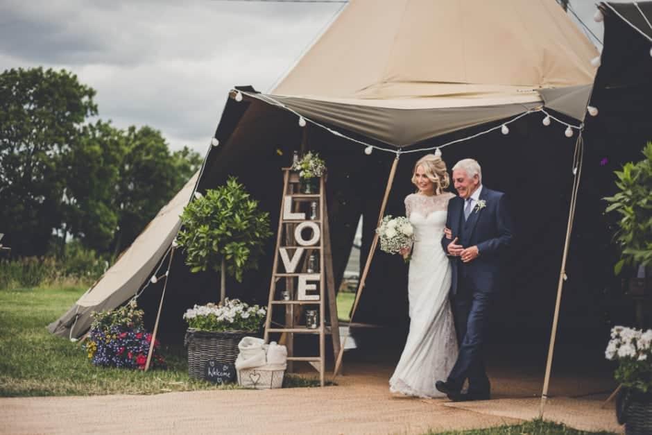 Sami Tipi Wedding by Amy Shore Photography 30