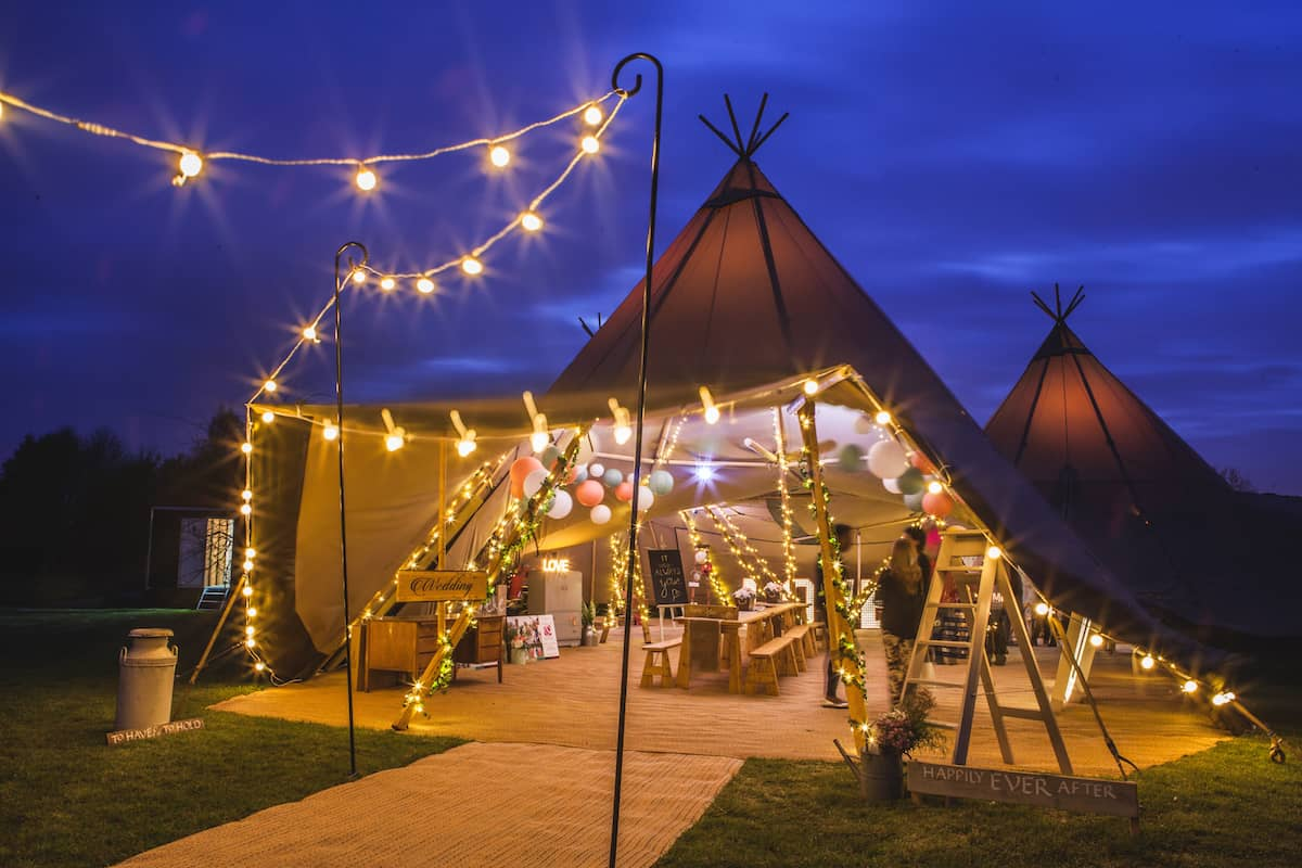 Sami Tipi Entrance by night - Sami Tipi Starlight Social captured by Christopher Terry