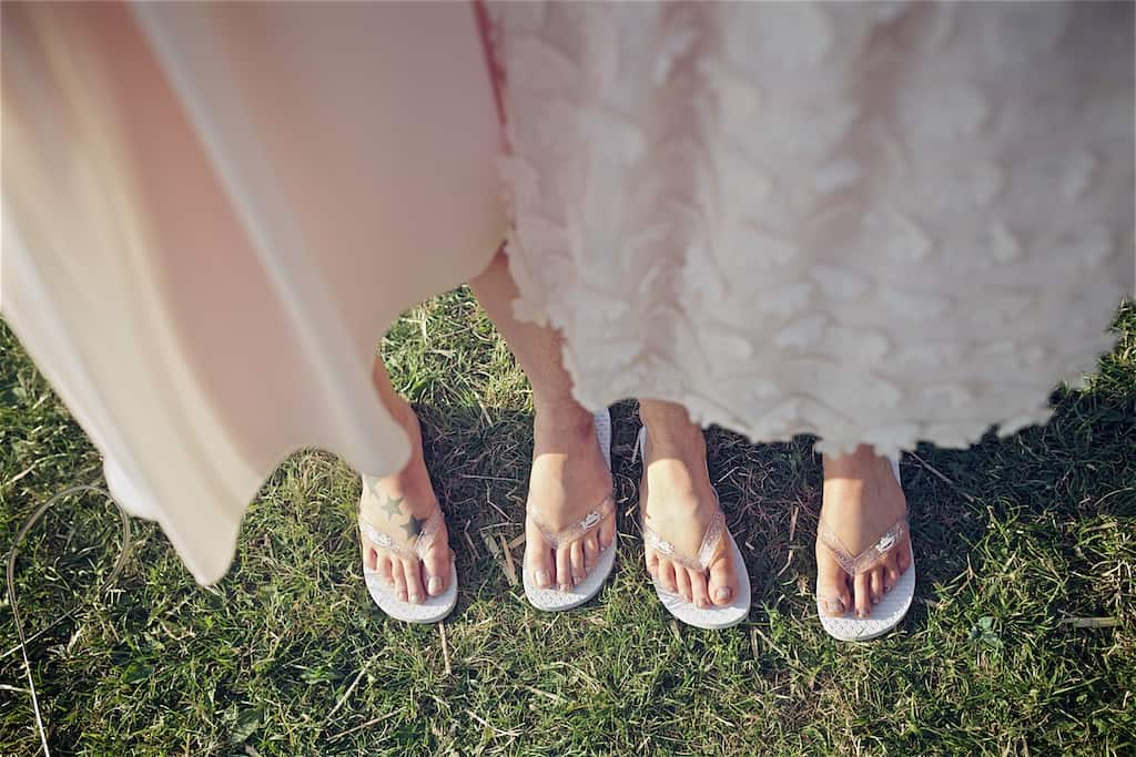 it is all about the flip flops - Sami Tipi Wedding captured by Shoot it Momma