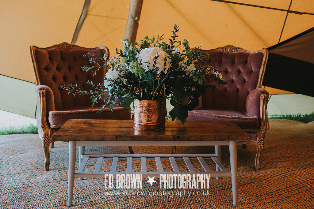 Vintage chairs and coffee table special touches from Sami Tipi