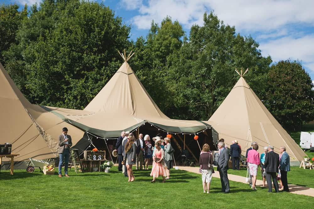 Guests arriving - Sami Tipi Wedding - Captured by Duncan Cox