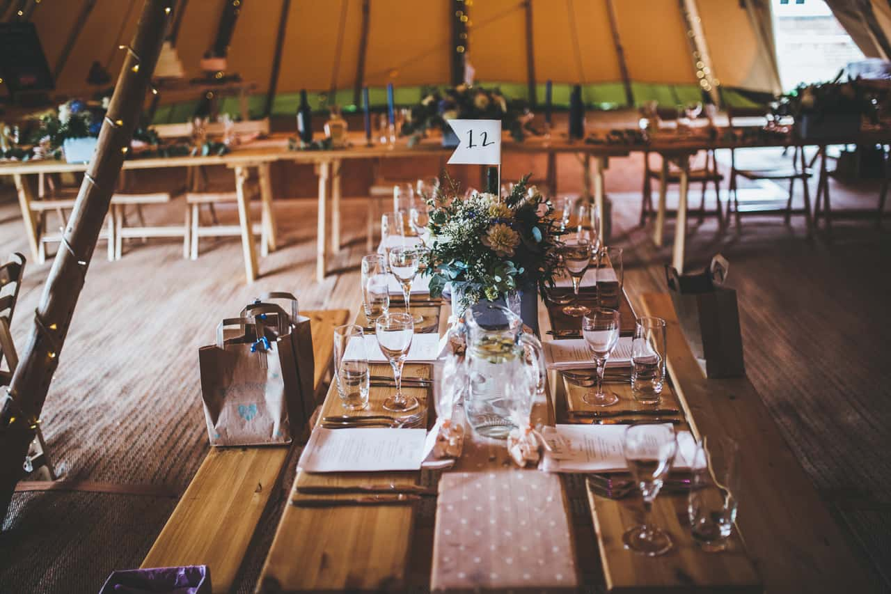 table setting - Sami Tipi wedding by Frankee Victoria
