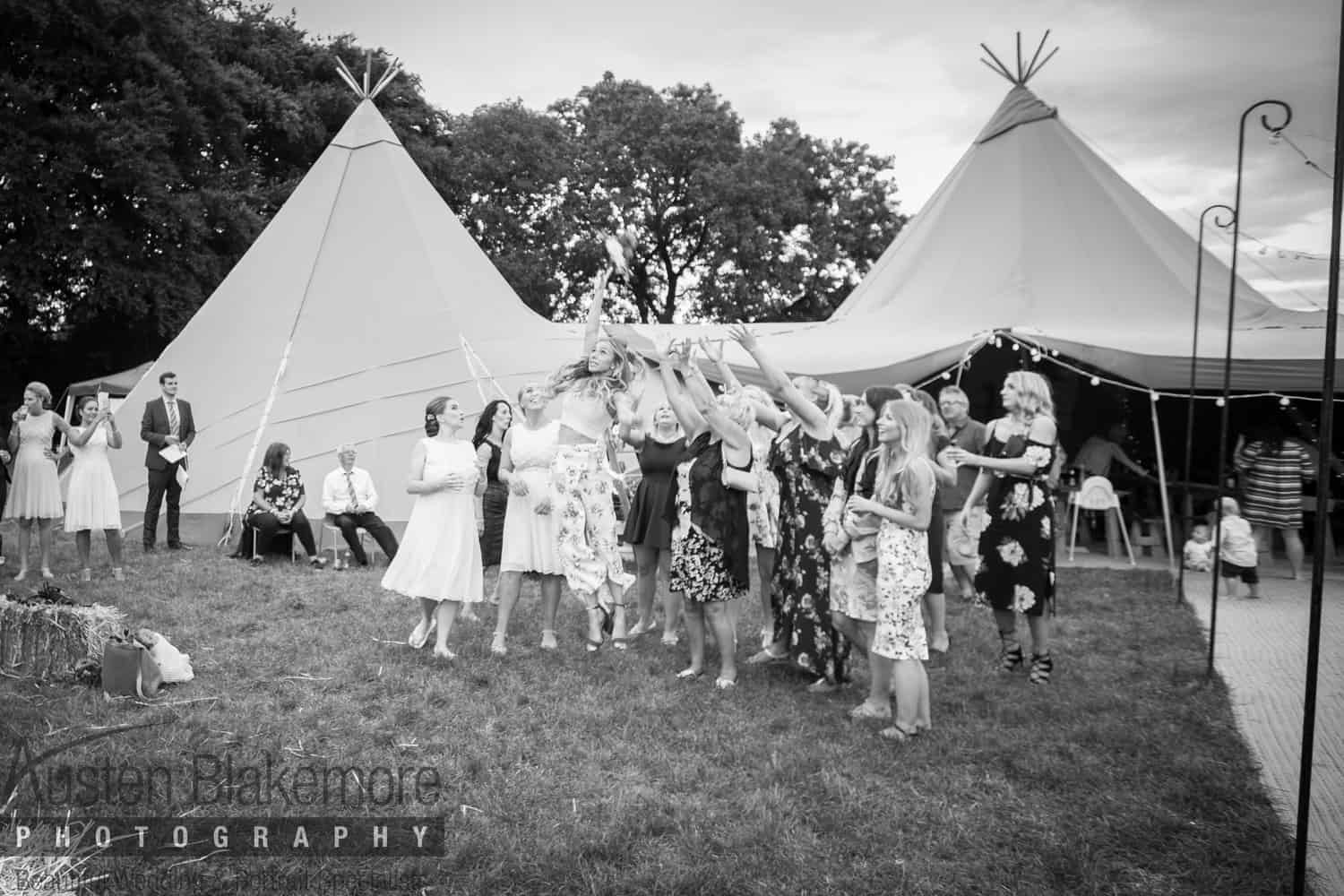 Bouquet throwing | Sami Tipi | Images by Austin Blakemore