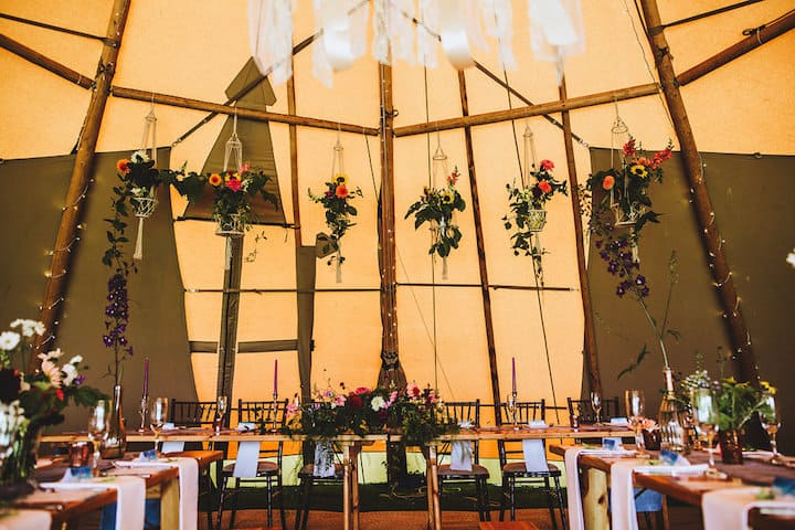 Top Table with Macrame hanging flowers - Sami Tipi Wedding
