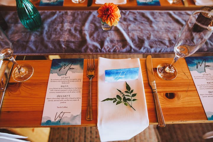 Relaxed wedding table setting - Sami Tipi Wedding
