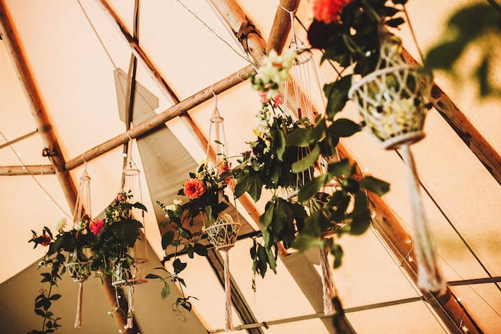 Macrame hanging flowers - Sami Tipi Wedding