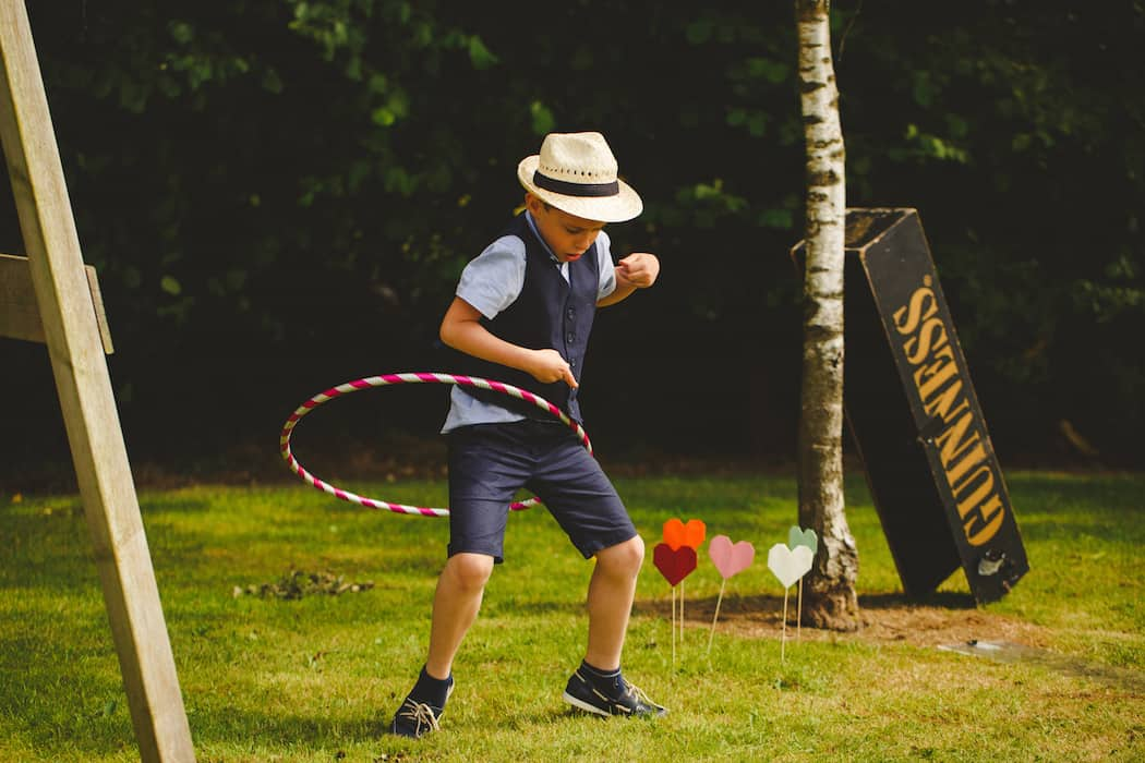 Entertaining children at weddings with outdoor games - hola hoop