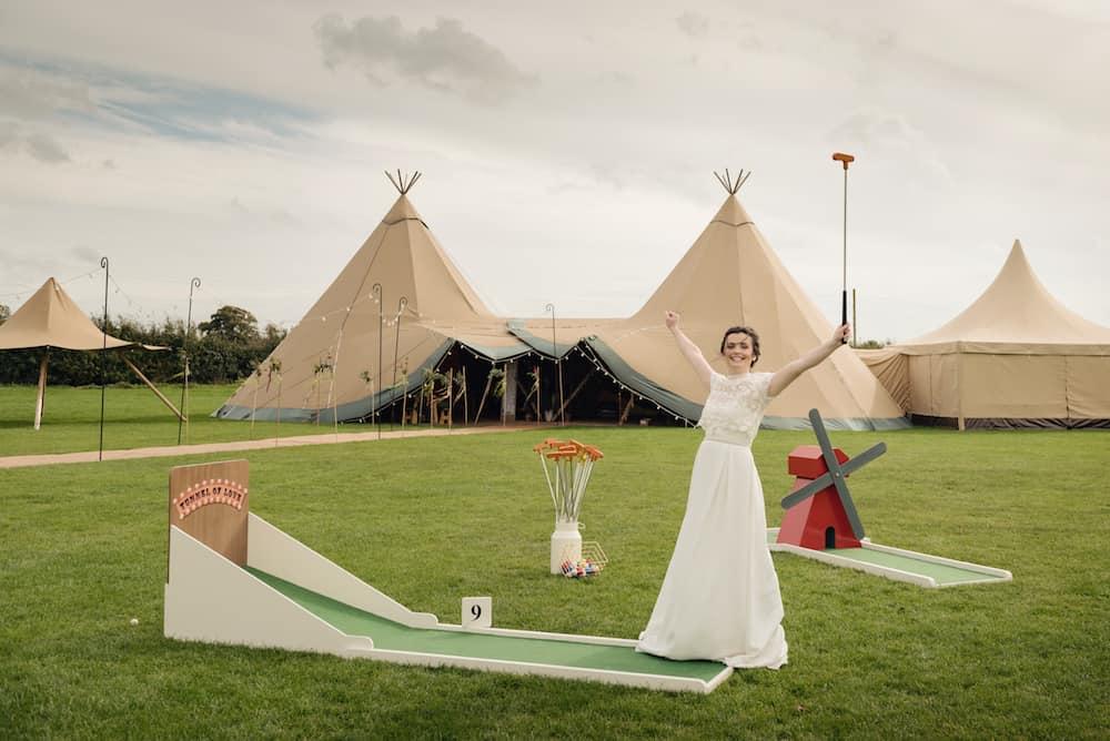 Mini Golf to help entertain the children at weddings