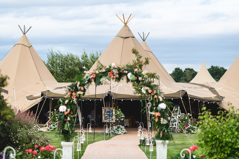 Sami Tipi 5 Giant Hat Tipi Wedding Images by SMD Photography464