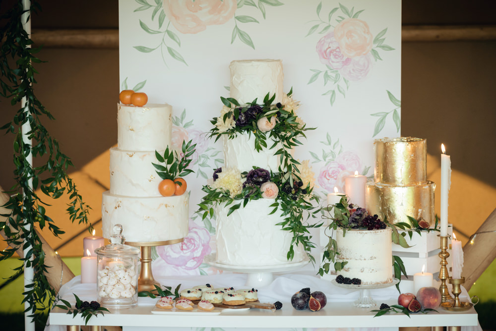 How To Style Your Tipi Wedding Explained by Lesley of The Rustic Wedding Company. A Styled Cake Table adds a real feature to your celebration space