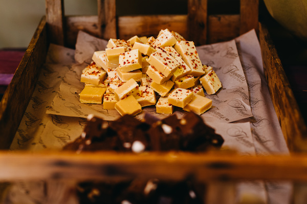 Feeding Your Guests For An Outdoor Wedding Rustic Tray Served fudge and brownies