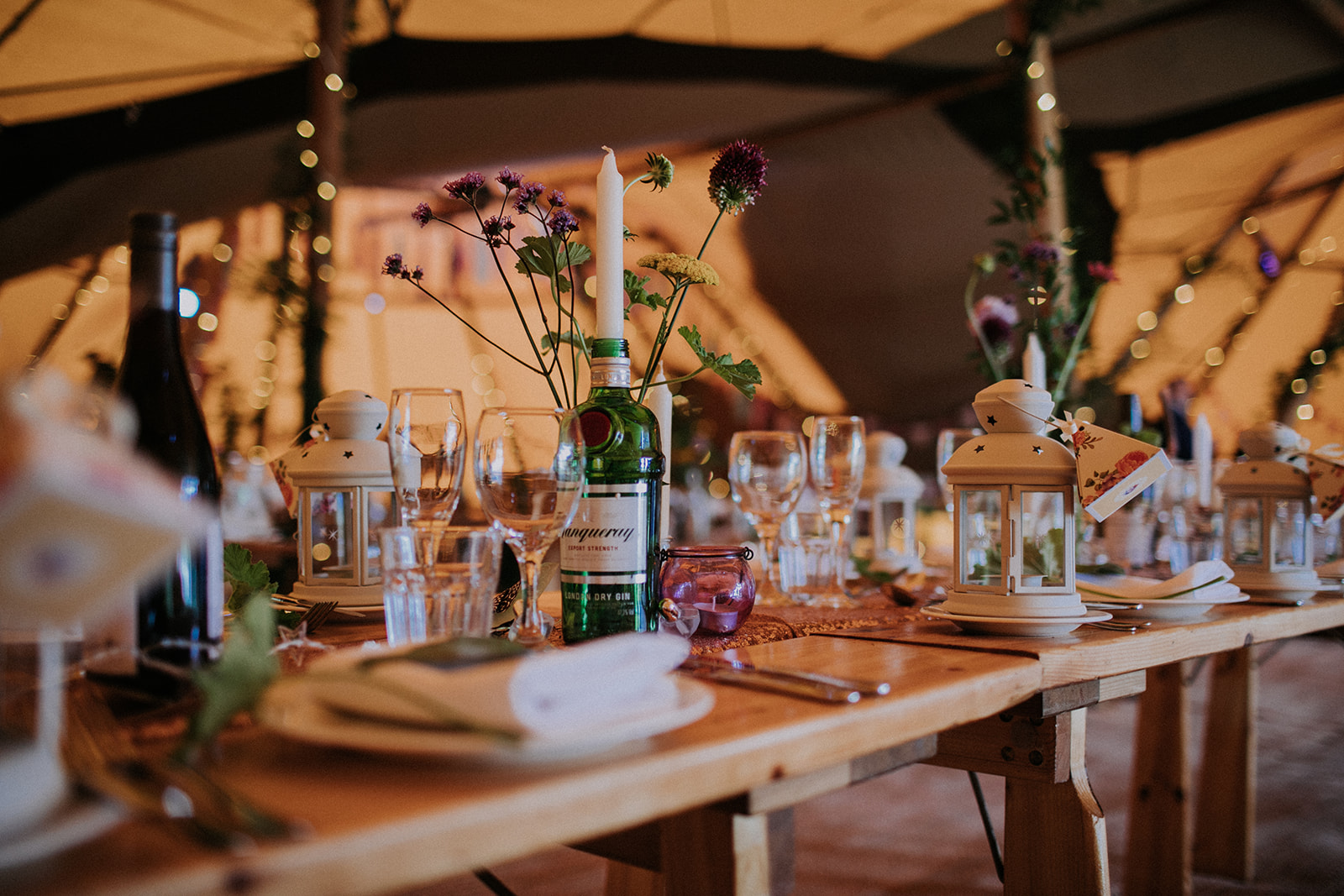 teepee wedding table setup at cattows farm wedding with sami tipi