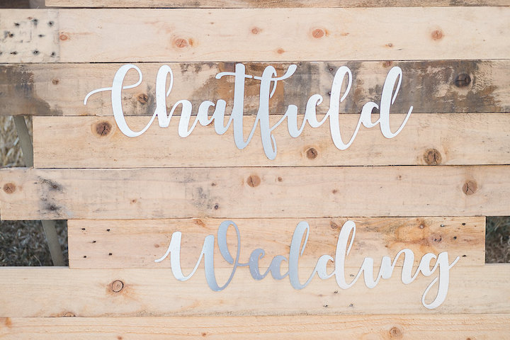 rustic styling ideas, wooden sign